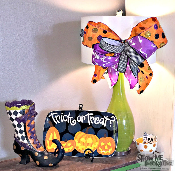 Easy Halloween decorations! Tie a bow around a lamp for simple and fun decor! #halloween #diy #ribbon