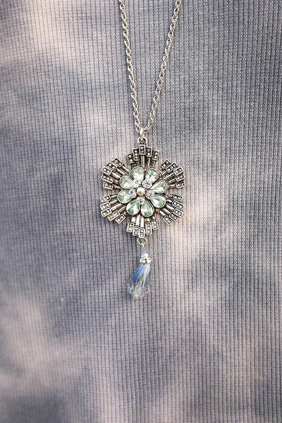 Lovely Flower Necklace in Silver