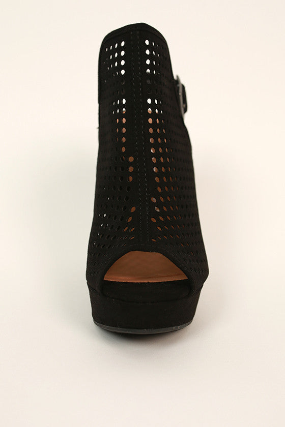 Magnolia Wedge in Black