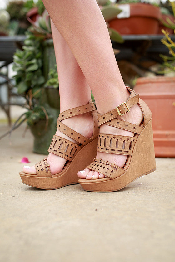 Montrose Wedge in Tan