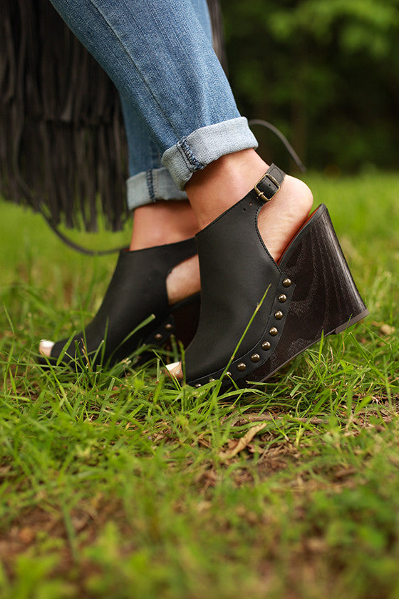 Larae Wedge in Black