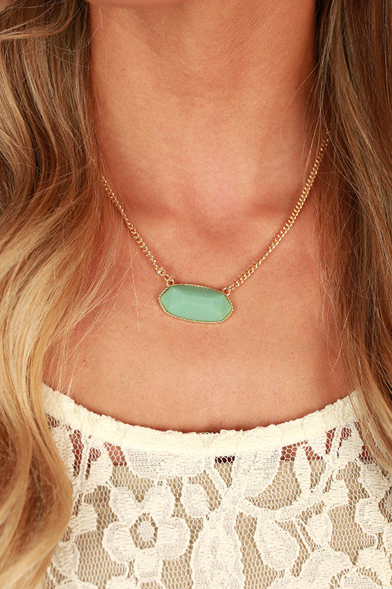 Sunny Side Chic Stone Necklace in Ocean Wave