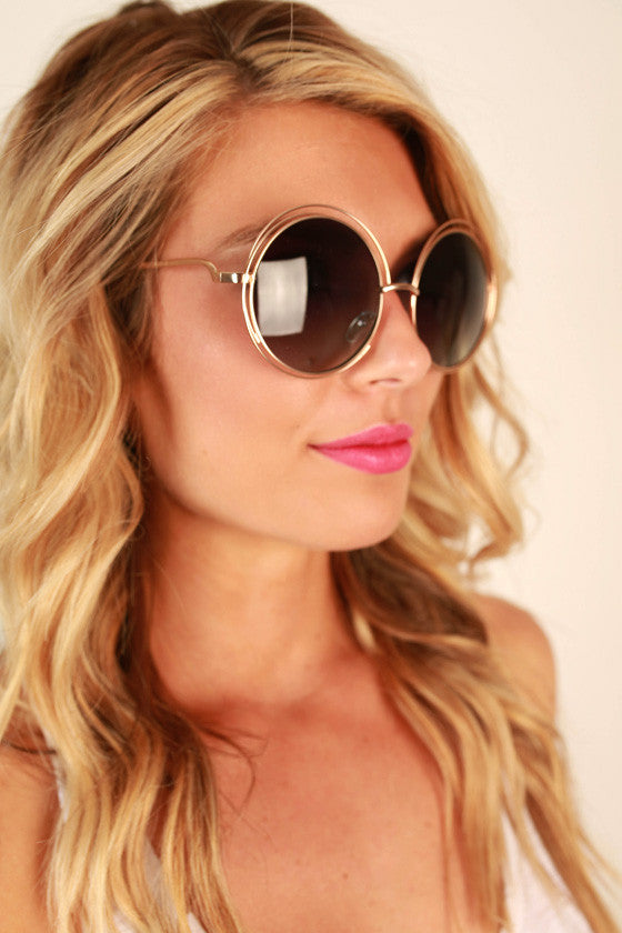 Chic Strolling Sunglasses in Black