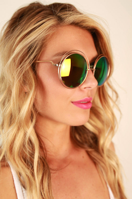 Chic Strolling Sunglasses in Pink Iridescent
