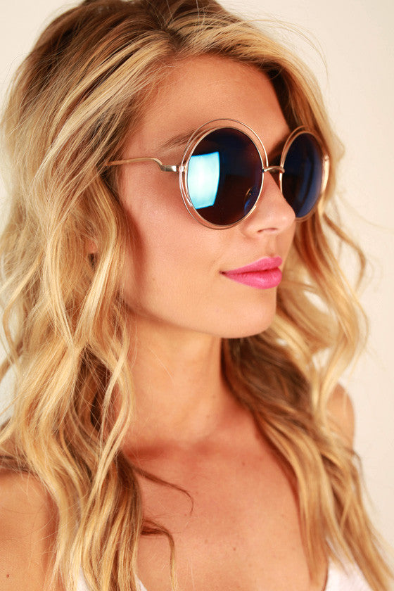 Chic Strolling Sunglasses in Cobalt Blue
