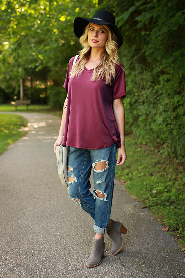 Vineyard Weekend V-neck Tee in Maroon