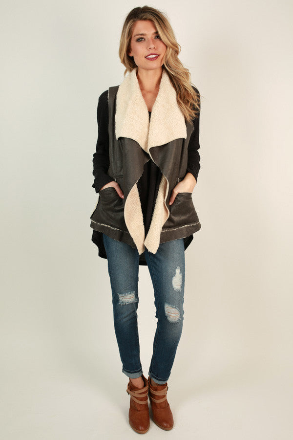Latte Luxe Faux Fur Vest in Fog