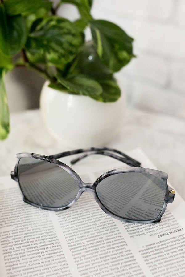 Throwing Shade Marble Print Sunnies
