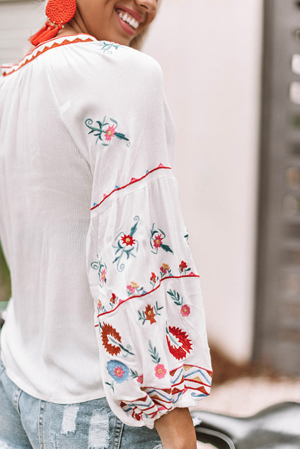 Seaside Sweetheart Embroidered Shift Top in White