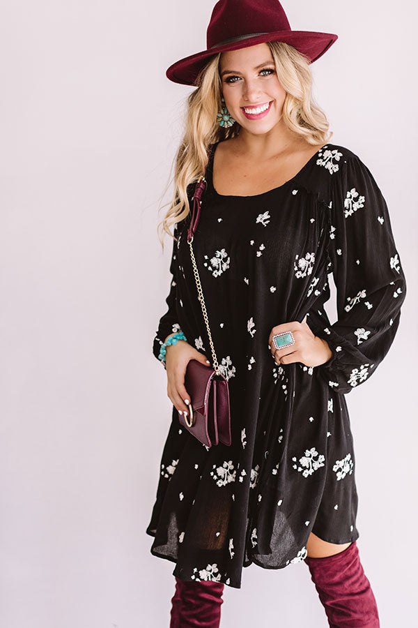 Vail And Vino Embroidered Shift Dress