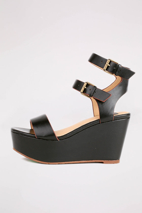 Caught Up Wedge in Black