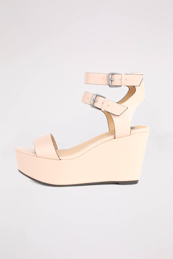 Caught Up Wedge in Nude