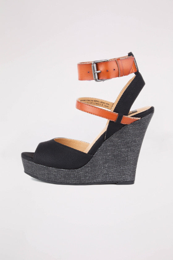 Move It Wedge in Black