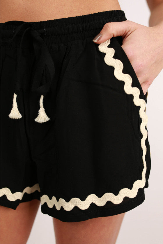Hey, Shortie Scallop Shorts in Black