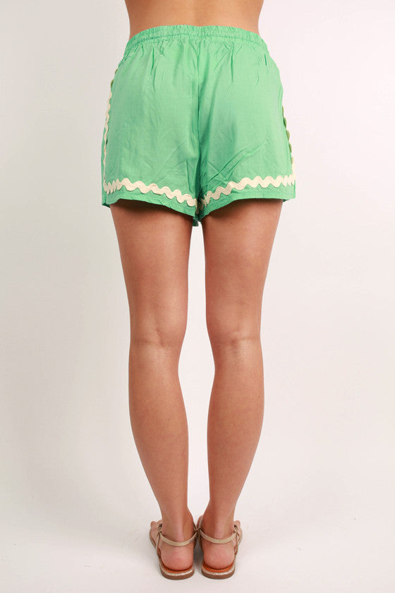 Hey, Shortie Scallop Shorts in Mint