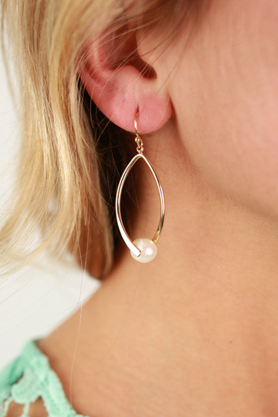 Prim & Pearl Earrings In Ivory