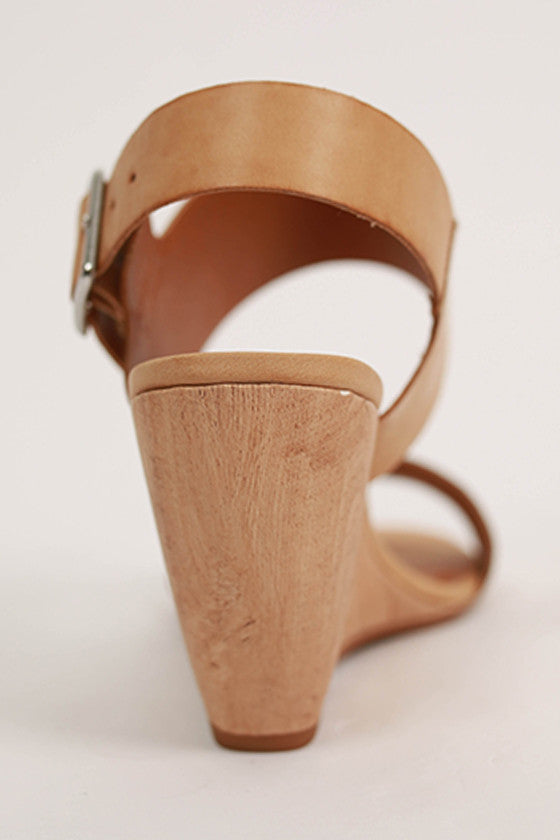 Retriever Wedge in Camel