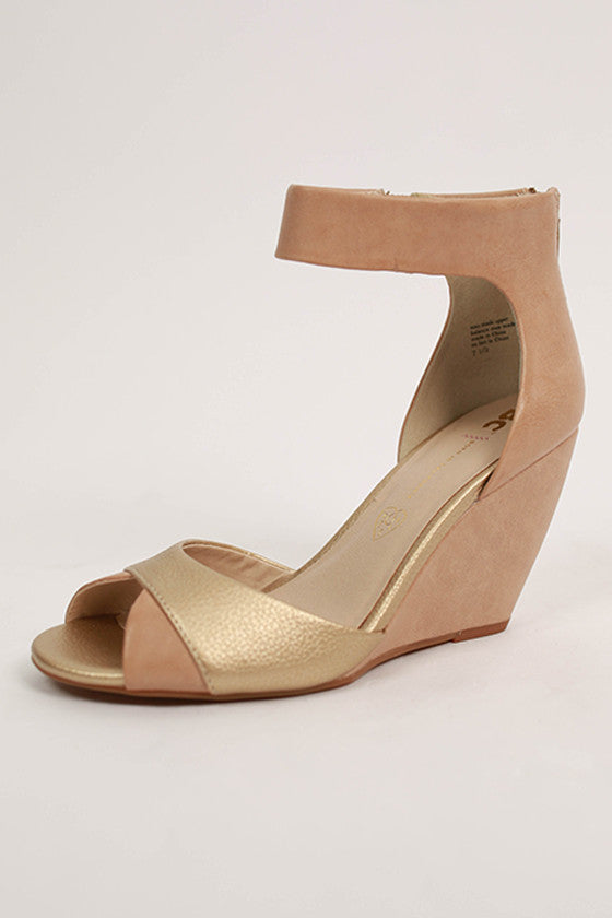 Metallic Wedge in Gold