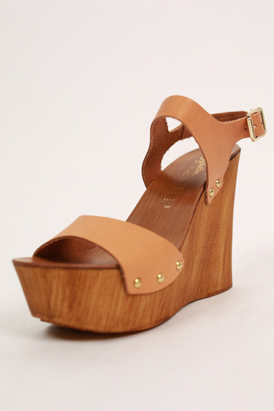 Carina Wedge in Camel