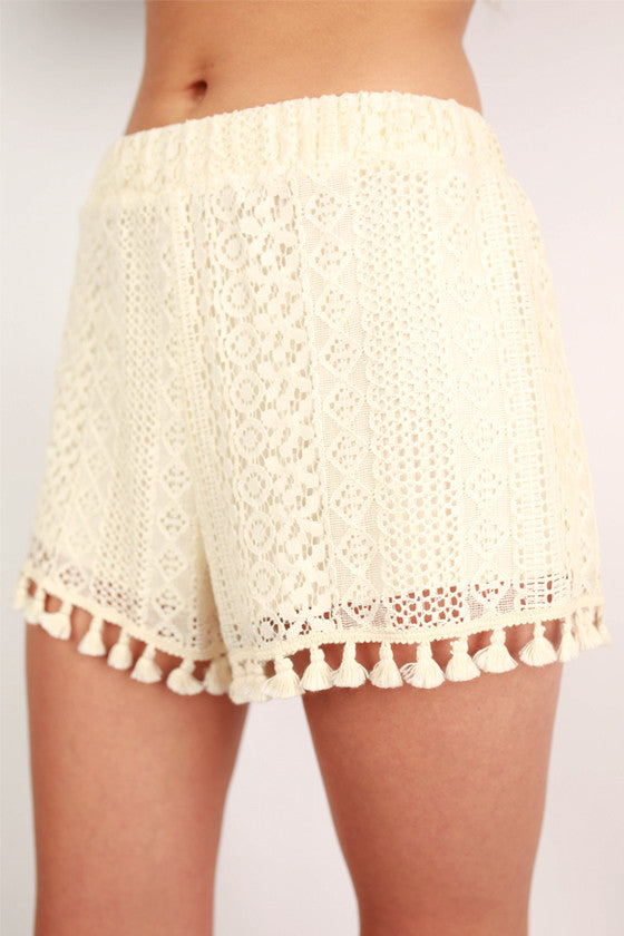 Beach Party Shorts in Cream