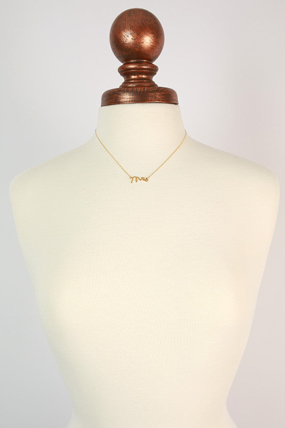 Dainty Mrs Necklace in Gold