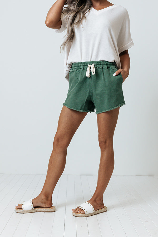 The Galapagos Midrise Shorts In Hunter Green