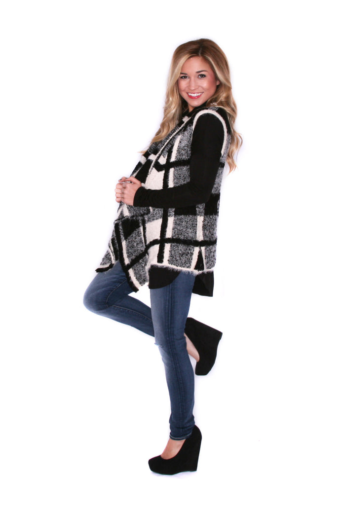 The Coziest of Days Vest Black/White