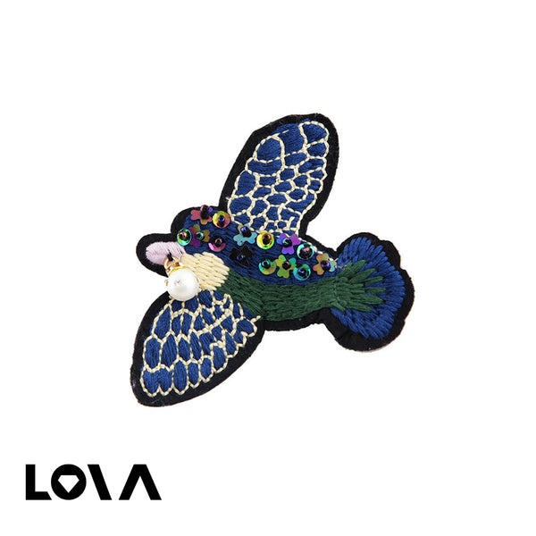 Women's Brooch Pin Eagle Shape Hand Woven Sequin Design All Match Accessory - Lova