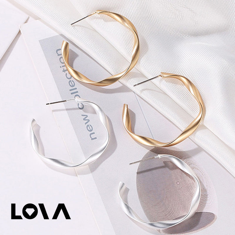 Pair Women's Ear Studs Creative Simple Geometric Warping Retro Earrings Fashion Accessories - Lova