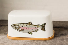 Load image into Gallery viewer, Fish butter dish with bamboo base