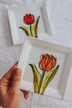 Load image into Gallery viewer, Assiette carrée design tulipe orange
