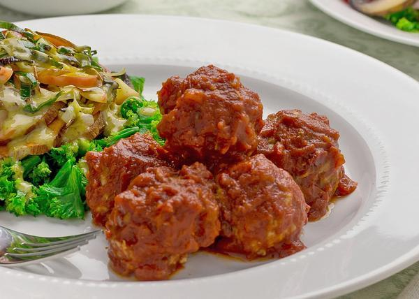 Sun-dried Tomato Turkey Meatballs with Broccoli, Cauliflower and Carrots