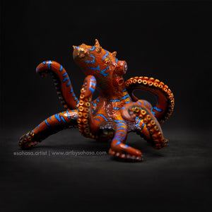 ON THE PROWL - Octopus sculpture with unique cube plinth