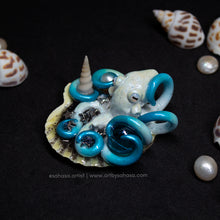 Load image into Gallery viewer, ANDROMEDA - Shelltopus - Octopus Sculpture