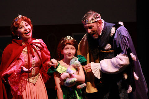 Lynda Sue Welch as Queen Lillian, Sophie Eldridge as Young Fiona, and Jim Welch as King Harold.