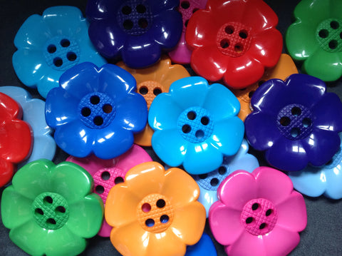 K25 - Chunky Flower Button 60mm.