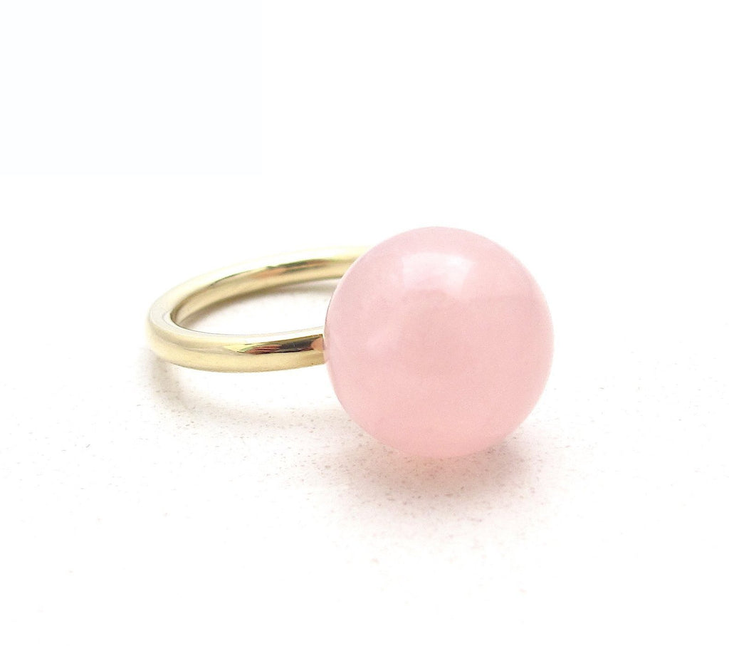 Globe rose quartz ring