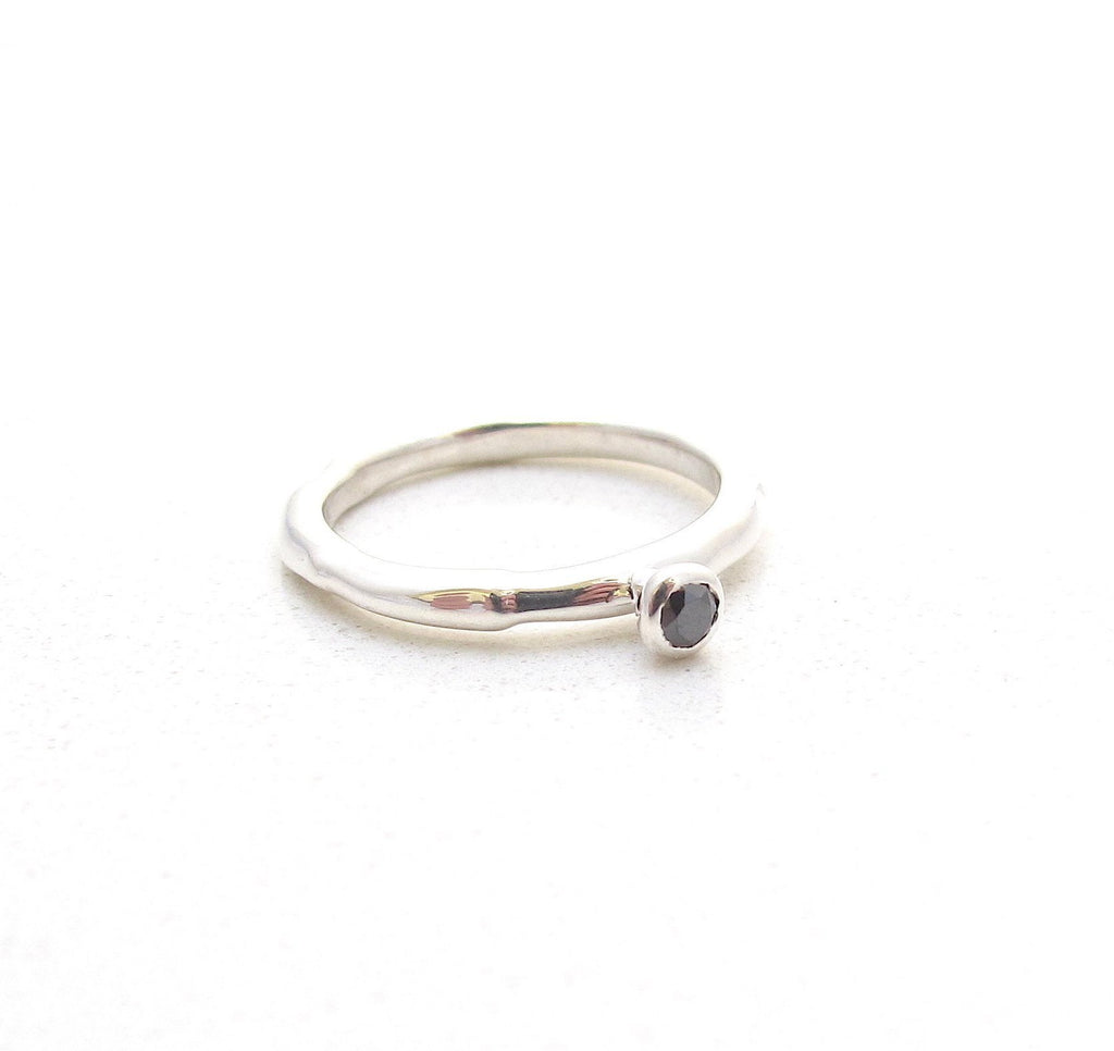 Relic solitaire silver ring