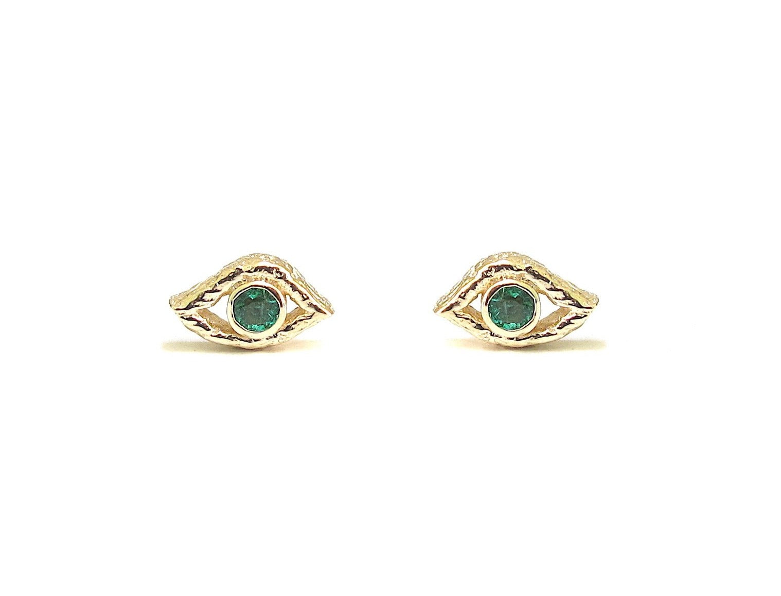 Eye emerald stud earring