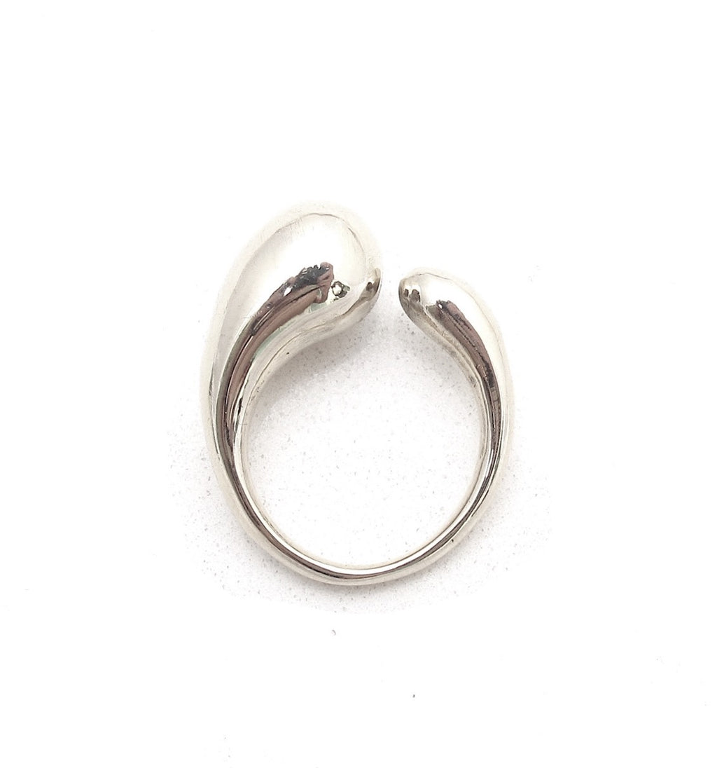 Fluid silver ring