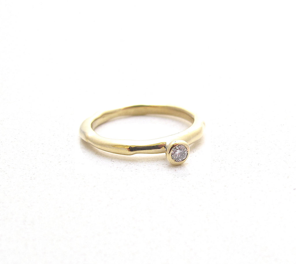 Relic solitaire gold ring