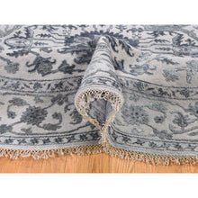 "Load image into Gallery viewer, 8'1""x8'1"" Silver Heriz Design Wool And Silk Hi-lo Pile Hand-Knotted Round Oriental Rug FWR269454"