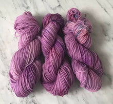 Load image into Gallery viewer, Speckled Plum Worsted Roberta Rae Michigan