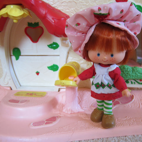 Mailbox on Strawberry Shortcake Berry Happy Home
