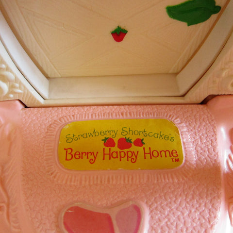 Take A Tour Of Strawberry Shortcake S Berry Happy Home