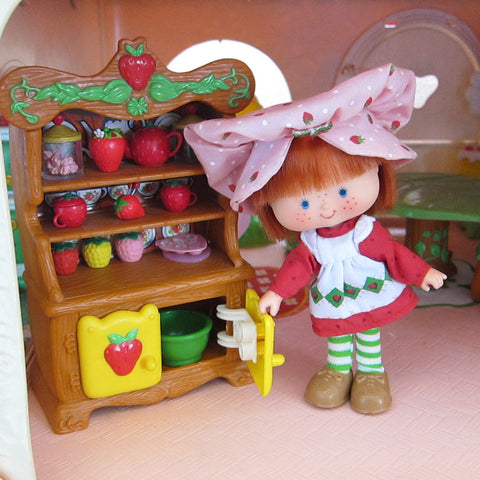 Strawberry Shortcake hutch in Berry Dainty Dining Room