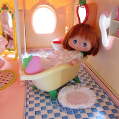 Berry Bubbly Bath from the Strawberry Shortcake Berry Happy Home dollhouse