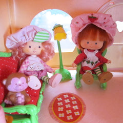 Berry Cheery Living Room from Strawberry Shortcake Berry Happy Home dollhouse