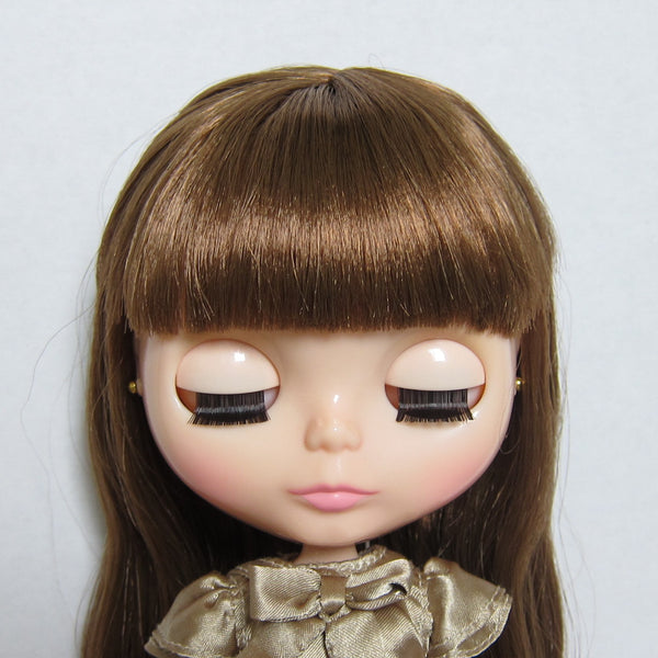 Blythe Raspberry Sorbet doll with eyes closed