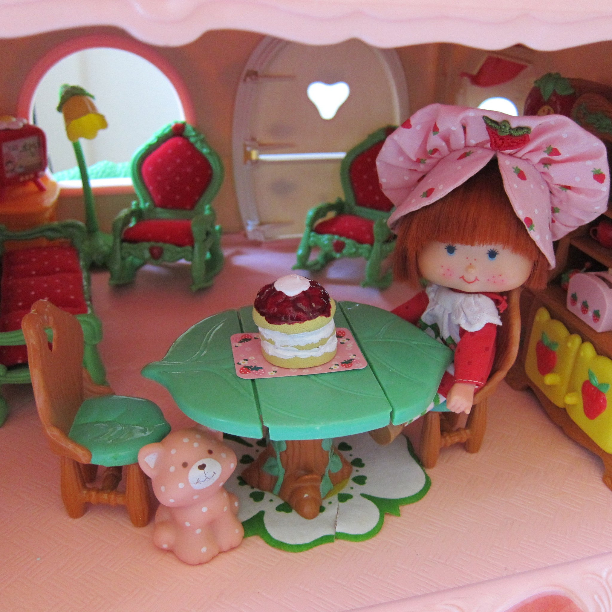 dining table & chairs for strawberry shortcake berry happy home